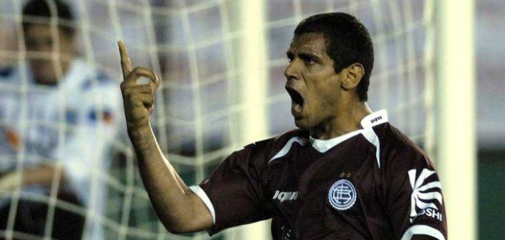 José Sand celebrates - again