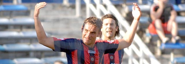 Gonzalo Bergessio celebrates putting San Lorenzo 2-0 up