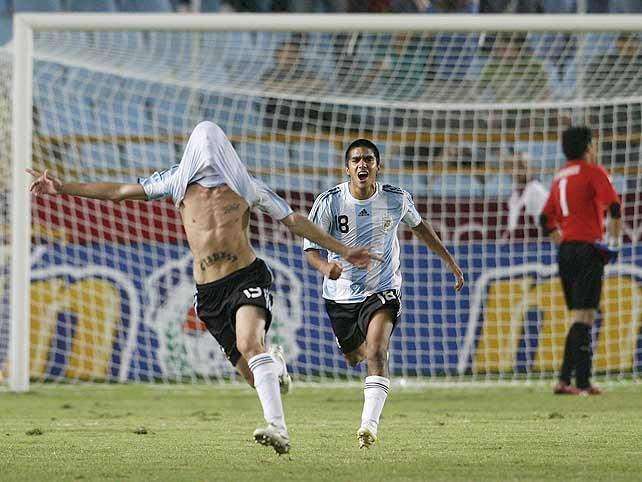 Iván Bella gets the decisive equaliser for Argentina's Under 20s