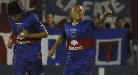 Carlos Luna is now one goal behind Lanús's José Sand for the top scorer's title