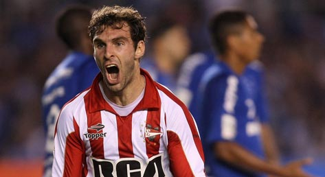 Mauro Boselli wins the Copa for Estudiantes