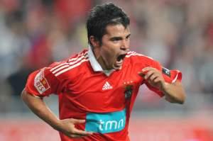Javier Saviola scores again for Benfica