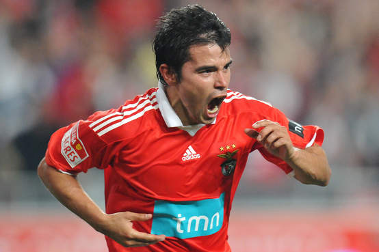Javier Saviola scores again for Benfica